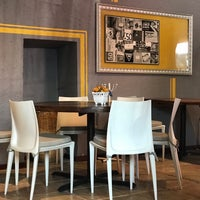 Foto diambil di Cinco Cocina Urbana oleh Lidia O. pada 3/31/2019