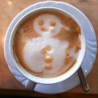 Foto scattata a Caffe Club da Mef S. il 12/18/2012