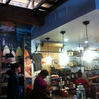 รูปภาพถ่ายที่ Dogtown Coffee โดย Liza M. เมื่อ 3/29/2013