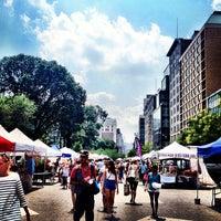 Foto diambil di Union Square Greenmarket oleh Jennifer Y. pada 7/19/2013