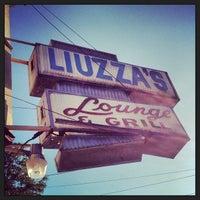 Foto tomada en Liuzza's By The Track por John J. el 6/18/2013