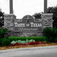 รูปภาพถ่ายที่ Taste of Texas โดย Shannon S. เมื่อ 5/29/2013