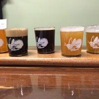 รูปภาพถ่ายที่ Firefly Hollow Brewing Co. โดย Kristin B. เมื่อ 10/26/2014