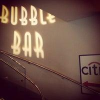 Foto tirada no(a) Dee Lincoln's Bubble Bar & Private Events por Pujan P. em 3/21/2013
