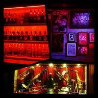 Foto tirada no(a) Bolshoi Pub por Priscilla C. em 10/25/2012