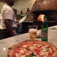 Foto scattata a 360 Degrees Artisan Pizza & Winebar da Ivan M. il 4/26/2014