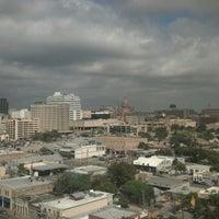 Foto tomada en Hilton Garden Inn Austin Downtown/Convention Center por Pete H. el 10/20/2012