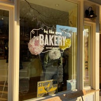 Foto scattata a By The Way Bakery da Angela W. il 10/31/2020