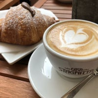 รูปภาพถ่ายที่ Ideal Caffé Stagnitta โดย Angela W. เมื่อ 10/18/2018