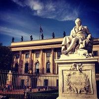 10/2/2012 tarihinde Дима М.ziyaretçi tarafından Humboldt-Universität zu Berlin'de çekilen fotoğraf