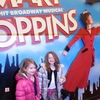 Foto tirada no(a) Disney's MARY POPPINS at the New Amsterdam Theatre por Jennifer C. em 2/16/2013