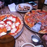 Das Foto wurde bei Roberta's Pizza von Vishal S. am 12/31/2012 aufgenommen