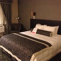 Foto tomada en Ramada Plaza West Hollywood Hotel and Suites por Kevin S. el 12/16/2012