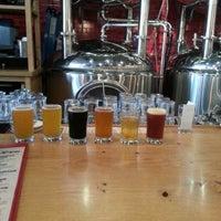 6/22/2013 tarihinde Ben S.ziyaretçi tarafından DryHop Brewers'de çekilen fotoğraf