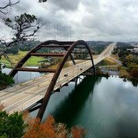 Снимок сделан в 360 Bridge (Pennybacker Bridge) пользователем Barron F. 12/1/2012