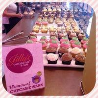 6/2/2013에 Jessie L.님이 Jilly's Cupcake Bar & Cafe에서 찍은 사진