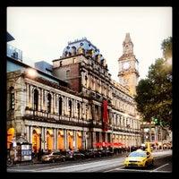 Foto tirada no(a) Melbourne's GPO por Stephen S. em 4/27/2013