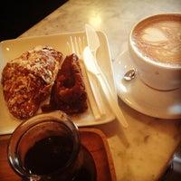 Foto tirada no(a) Intelligentsia Coffee & Tea por Julia Z. em 5/21/2013