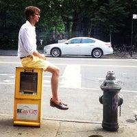 7/17/2013 tarihinde Kevin O.ziyaretçi tarafından Cafe Pick Me Up'de çekilen fotoğraf