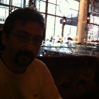รูปภาพถ่ายที่ Brasserie Pushkin โดย Guvenc A. เมื่อ 11/10/2012