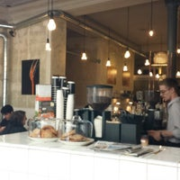 รูปภาพถ่ายที่ Coutume Café โดย Geren L. เมื่อ 7/26/2013