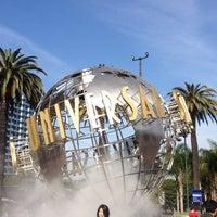 3/25/2013 tarihinde Ana Flávia L.ziyaretçi tarafından Universal Studios Hollywood Globe and Fountain'de çekilen fotoğraf