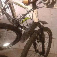 Foto tirada no(a) Jamur Bikes por Samir M. em 12/5/2013