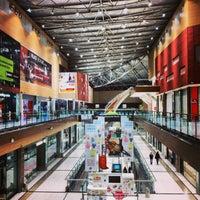 รูปภาพถ่ายที่ The Mall Athens โดย George K. เมื่อ 2/2/2013