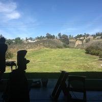 Photo prise au The Clubhouse at Anaheim Hills Golf Course par Melanie P. le3/2/2013