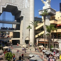 Foto tirada no(a) Hollywood & Highland Center por Devin F. em 5/18/2013
