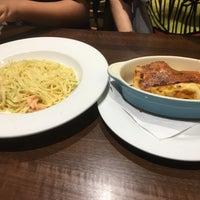 Foto scattata a Mimo's Cafe da Angus Y. il 8/6/2017