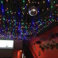 Foto tomada en The Skinny Bar & Lounge por Kristin R. el 8/31/2019