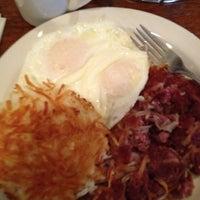 Das Foto wurde bei Hank's Creekside Restaurant von Jonathon G. am 2/3/2013 aufgenommen
