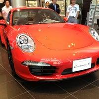 5/12/2013 tarihinde Kenta K.ziyaretçi tarafından Porsche Center Ginza / ポルシェセンター銀座'de çekilen fotoğraf