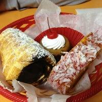 Foto tirada no(a) La Mexicana Bakery por VA J. em 3/30/2013