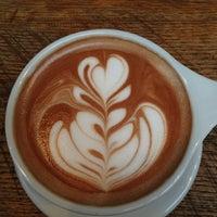 รูปภาพถ่ายที่ Intelligentsia Coffee & Tea โดย Clara C. เมื่อ 6/9/2013