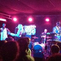 Photo prise au Mercury Lounge par Irene K. le6/1/2013