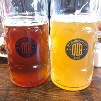 Foto tirada no(a) Old Irving Brewing Co. por Christine O. em 9/23/2018