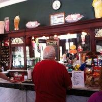 Das Foto wurde bei The Corner Shop von Kelsey W. am 9/1/2013 aufgenommen