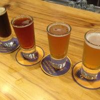 Foto tomada en Kauai Beer Company por Charlotte G. el 10/27/2013