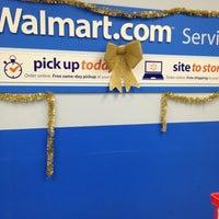 Das Foto wurde bei Walmart Supercenter von Shamrock am 12/22/2012 aufgenommen