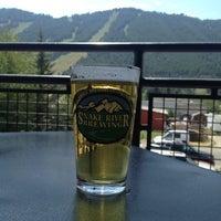 Foto diambil di Snake River Brewery & Restaurant oleh Shane B. pada 7/25/2013