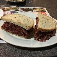 Das Foto wurde bei Ben's Kosher Delicatessen von Nicole S. am 4/19/2017 aufgenommen