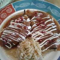 Photo prise au Los Equipales Restaurant par Dannie M. le10/4/2012
