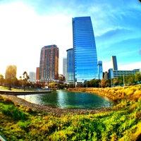 รูปภาพถ่ายที่ Discovery Green โดย Leon C. เมื่อ 2/3/2013