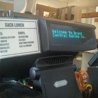 2/4/2013 tarihinde Shereen R.ziyaretçi tarafından Grand Central Baking Company'de çekilen fotoğraf