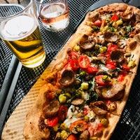 รูปภาพถ่ายที่ &pizza โดย Priscilla C. เมื่อ 8/3/2018