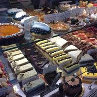 Das Foto wurde bei Bakery Nouveau von E P. am 7/14/2013 aufgenommen