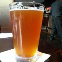 Photo prise au Sweetwater Tavern & Grille par Ryan E. le11/30/2013