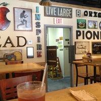 รูปภาพถ่ายที่ Pioneers Western Kitchen โดย Patty B. เมื่อ 6/9/2013